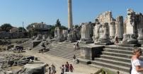 ruiny świątyni Apollina