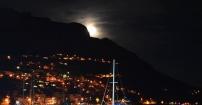 Księżyc zza gór