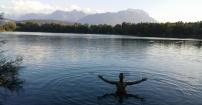 Jezioro u podnóża Alp