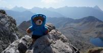 Mały turysta na Przełęczy Zawrat