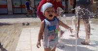 zabawa przy fontanie