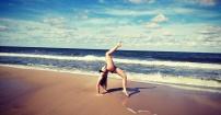 Plażowa akrobatyka