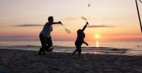 Badminton przy zachodzie słońca